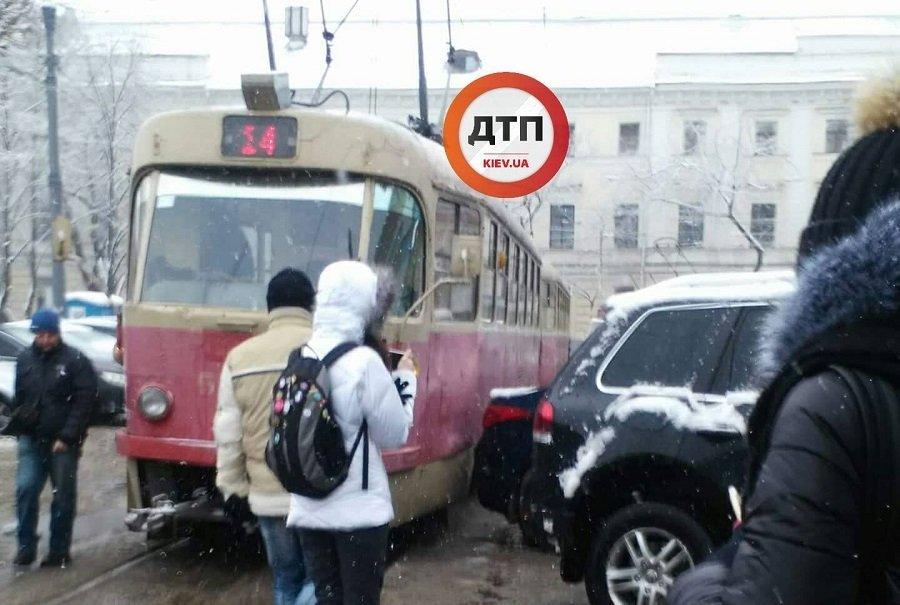 Киевлян разозлил очередной «герой парковки»