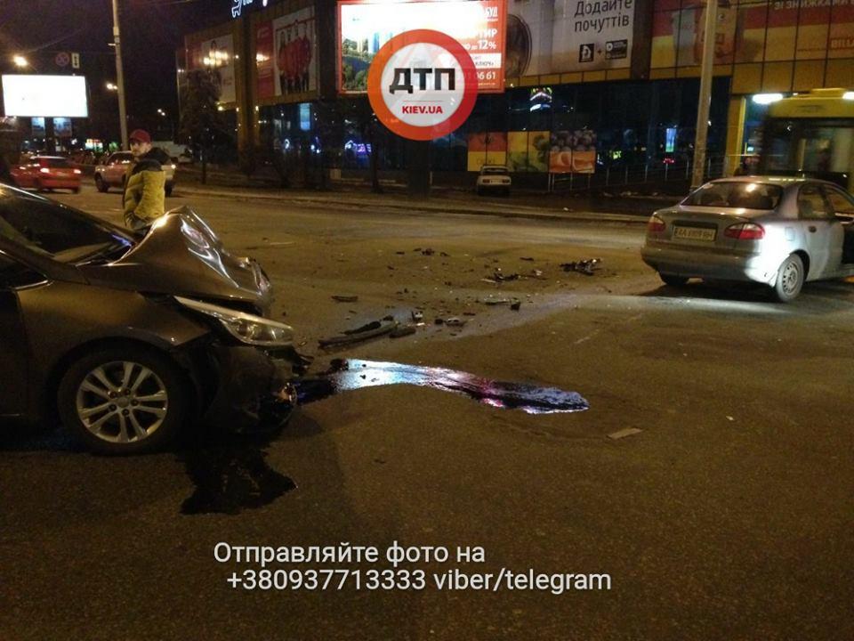 Жуткое ДТП вКиеве: пострадали несколько человек