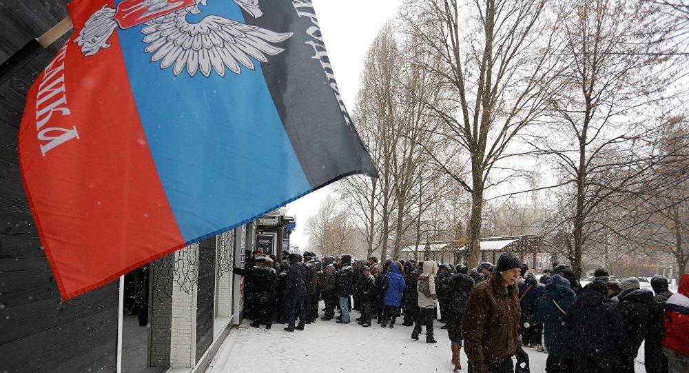 В мережі двома фото показали, як знущаються з людей у Донецьку