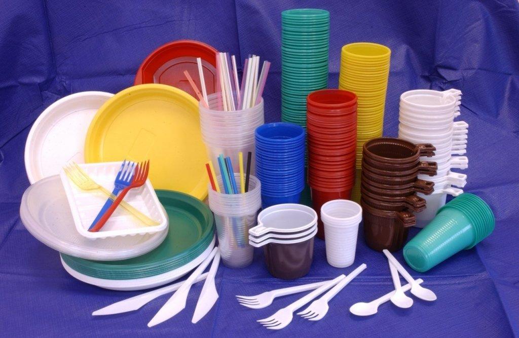 Європейцям заборонили користуватися пластиковим посудом