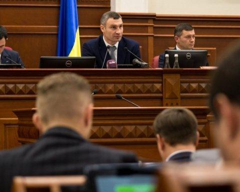 Киевляне призвали Кличко не тратить деньги на флагшток, а помочь онкобольным детям