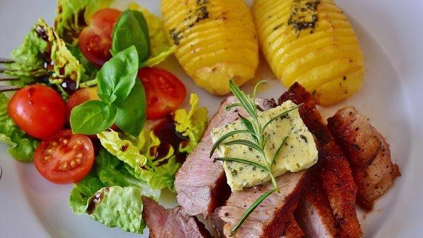 Чорний список: названа найнебезпечніша їжа, що викликає рак