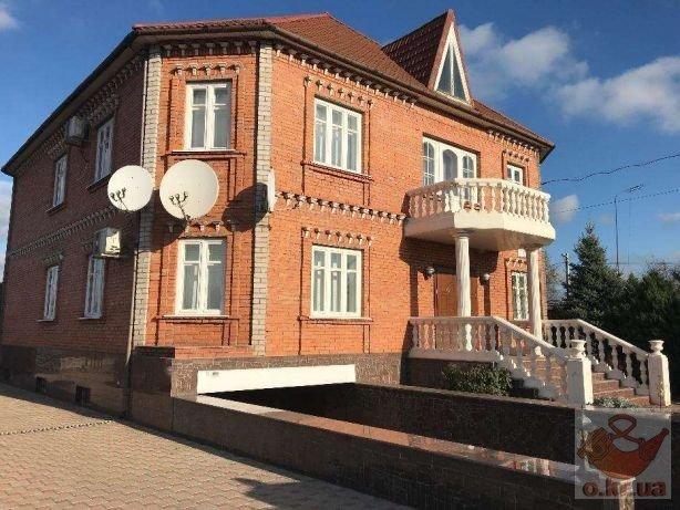 Дорогі меблі і неймовірні басейни: українців приголомшили розкішні будинки мільйонерів у регіонах