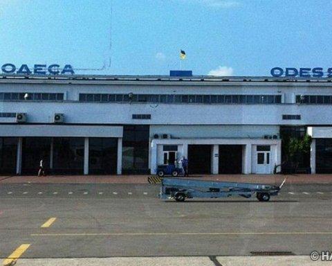 Позавчора тендер, сьогодні – гроші: як в Одесі злітно-посадкову смугу реконструюють