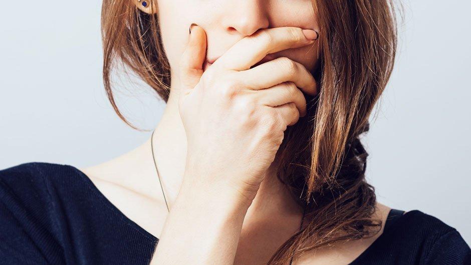 Неприятный запах изо рта: медики назвали главную причину