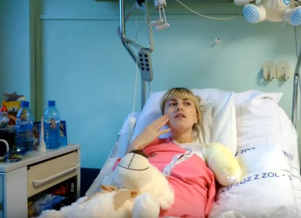 Катастрофа наработе: украинка осталась без руки из-за стиральной машины