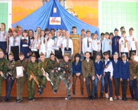 В сети показали «воспитание» школьников боевиками на Донбассе