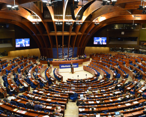 ПАСЕ проголосовала резолюцию по Украине с «поправкой Новинского»
