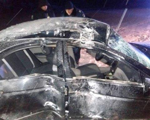 Страшное ДТП: водитель посреди ночи «влетел» в дерево