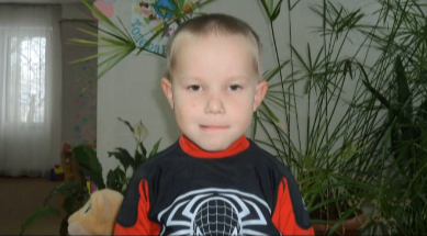 5-летнего мальчика нашли на мусорной свалке, копы ищут родителей