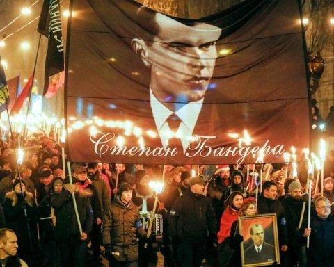 День рождения Бандеры в Украине отметили факельными маршами