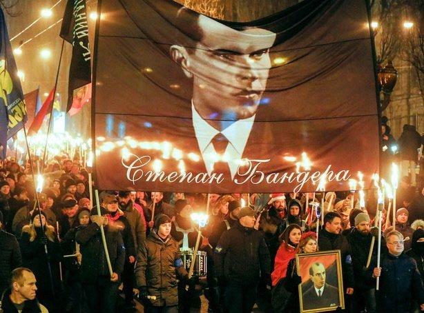 День народження Бандери в Україні відзначили факельними маршами