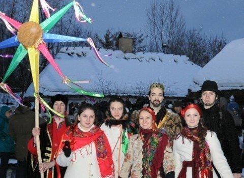 Киевляне празднуют Щедрый вечер на Софиевской площади (видео)