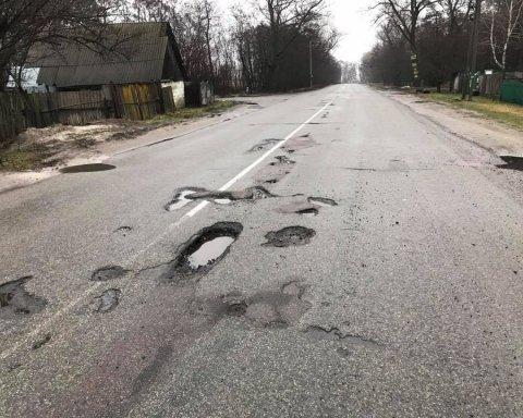 Стало відомо, де найгірші дороги України