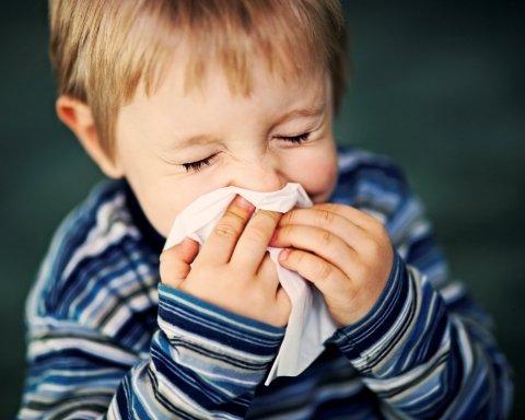 Как лечить насморк правильно: Комаровский объяснил