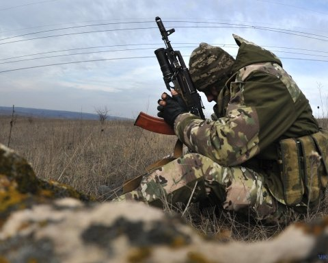 Война на Донбассе: боевики обстреливали все направления, погиб украинский воин