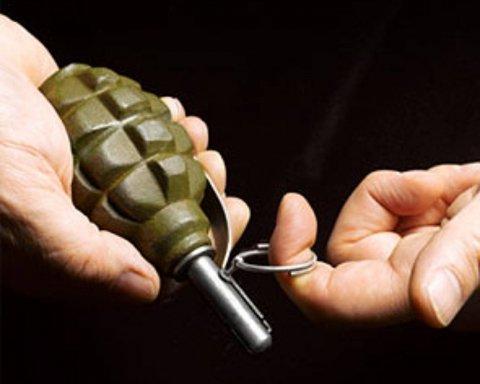 Преступник-беглец бросил гранату в полицейских: подробности