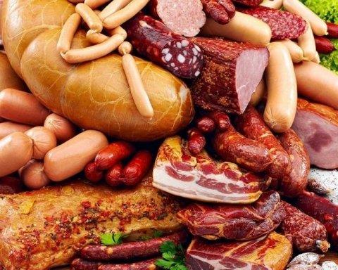 Ковбаса, м'ясо і курятина подешевшали в Україні