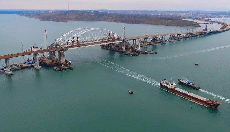 Россия заблокировала полторы сотни кораблей в Керченском проливе