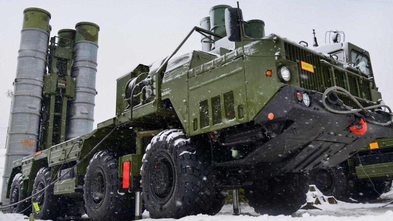 У мережі показали потужну зброю, яку Путін стягнув у Крим (відео)