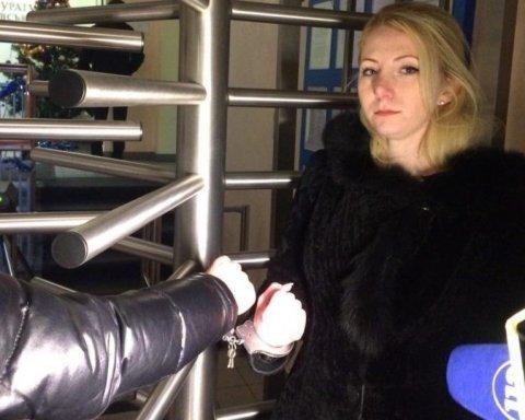 Активисты приковали себя наручниками у входа в ГПУ