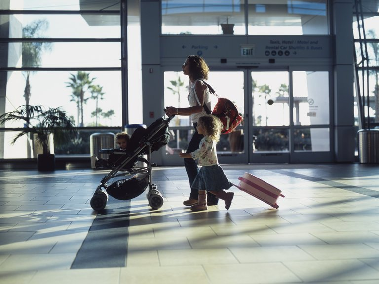 Згода іншого з батьків на виїзд дитини за кордон більше не потрібна