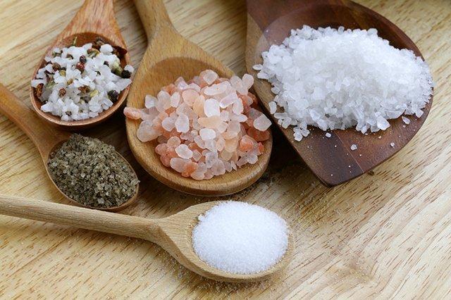 Назвали продукти із найбільшим вмістом солі