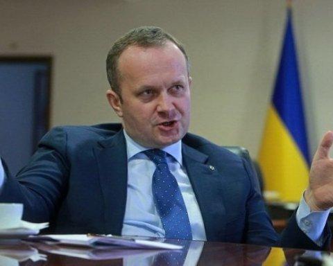 Півмільйона зарплати та дві квартири: українців вразили доходами міністра