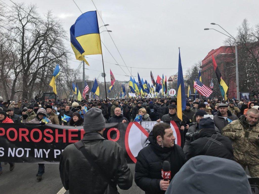 Без Саакашвили: на Михайловской площади тысячи людей вышли на вече (прямая трансляция)