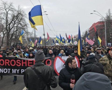 Без Саакашвілі: на Михайлівській площі тисячі людей вийшли на віче (пряма трансляція)