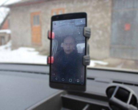 Українців вразив священик, який проводить богослужіння через Instagram