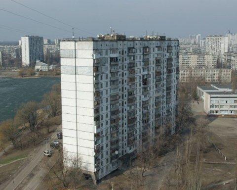 Чудом спаслась: семилетний ребенок в Киеве выпал из окна многоэтажки