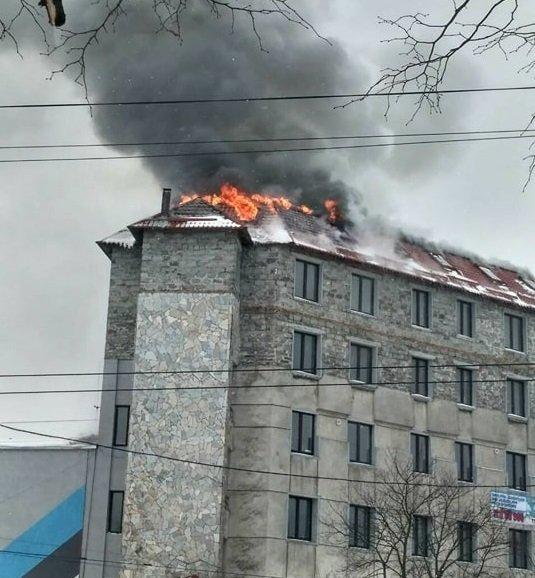 Крупный пожар во Львове: горят офисные помещения