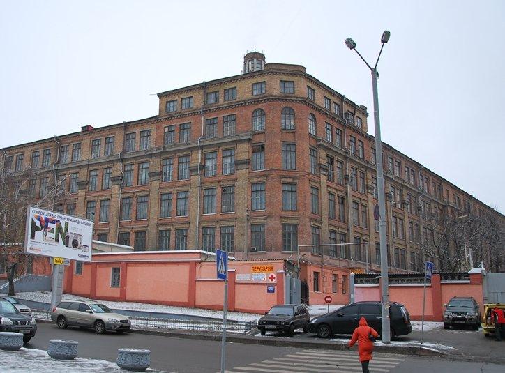 Крупный пожар вспыхнул на киевском заводе