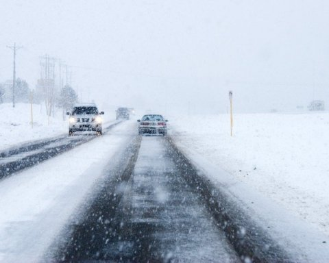 Снігопад у Києві став причиною численних аварій: нова карта ДТП