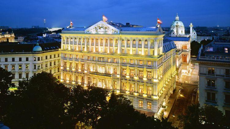 """Розкіш """"зашкалює"""": журналісти показали готель, у якому зупинився Порошенко під час Віденького балу"""