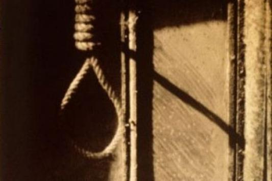 Жуткая смерть: 10-летняя девочка повесилась, атело нашел брат