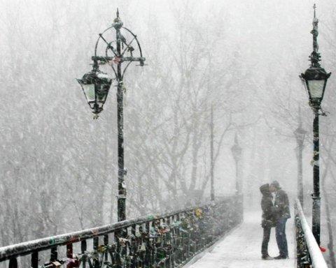 У Києві випав перший сніг: з'явилися фото та відео