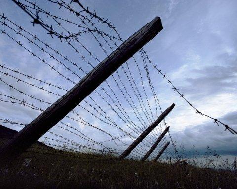 »Ломают руки, ребра, голыми везут на мороз»: как боевики издеваются над заключенными в тюрьмах