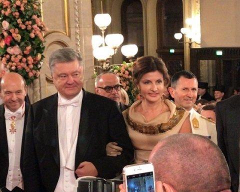 Петр с белой бабочкой, Марина в роскошном платье: супруги Порошенко прибыли на Венский бал