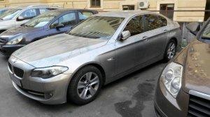 Невідомі облили зеленкою дорогий автомобіль у Києві