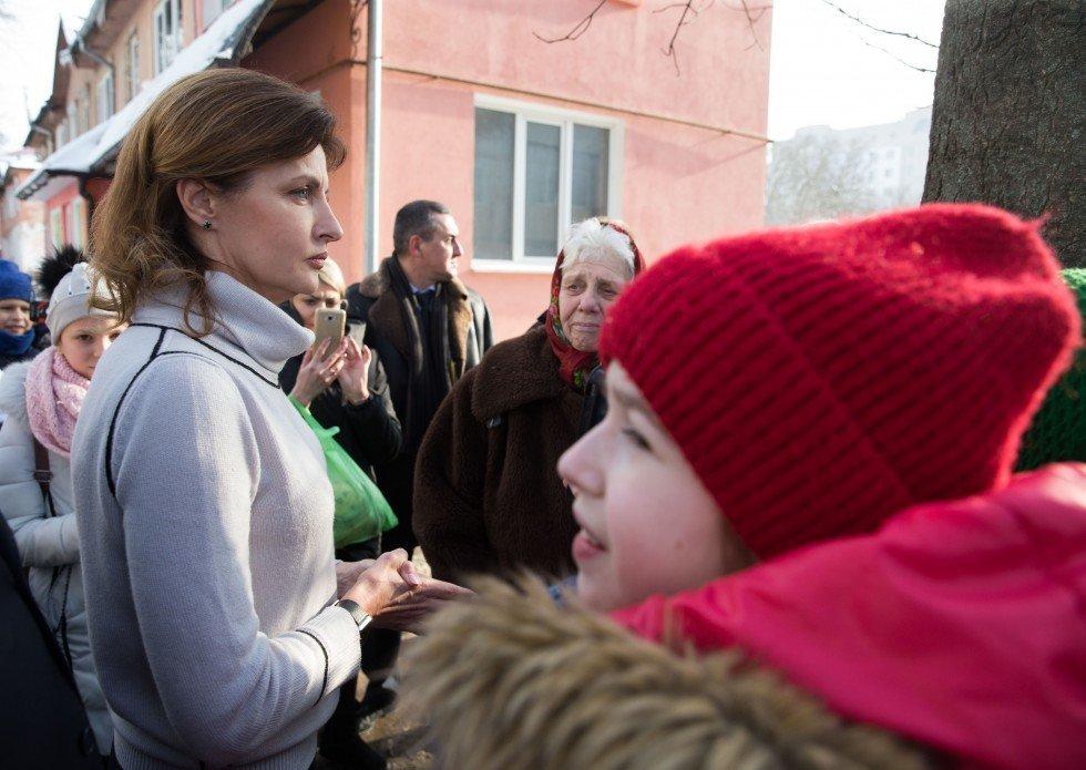 Жена Порошенко поразила украинцев ярким образом