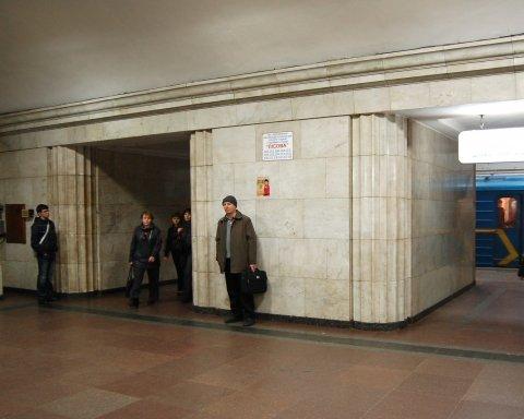 Чоловік помер прямо у метро Києва