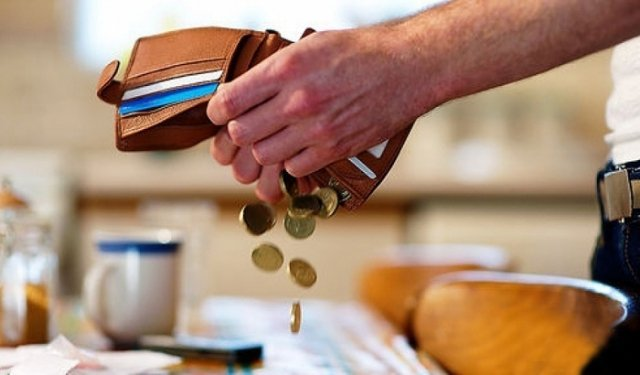 Должниками по алиментам займутся мобильные контроллеры