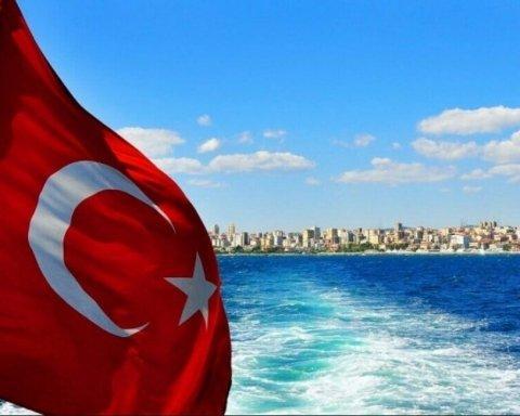 У Туреччині відклали відкриття туристичного сезону через коронавірус