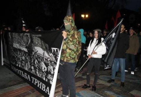 Националисты повесили на консульство «доску польских преступлений»