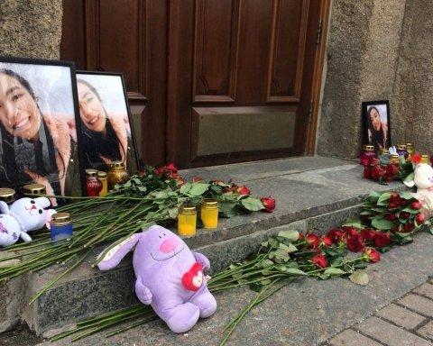Несуть квіти та іграшки: кияни влаштували акцію під медуніверситетом через самогубство студентки