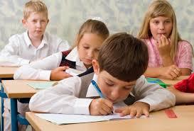 В трех школах Киева срочно приостановили обучение: стала известна причина