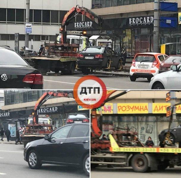 Эвакуаторы массово забирают неправильно припаркованные авто в Киеве