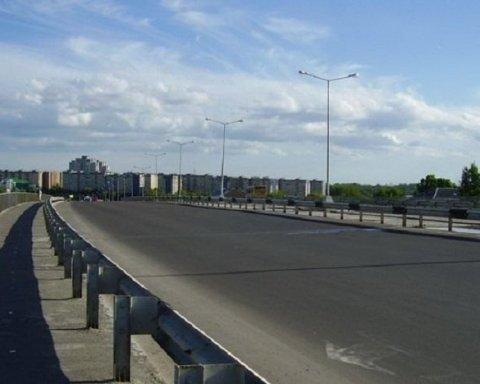 Прыгнула у всех на глазах: попытка самоубийства девушки ошеломила украинцев